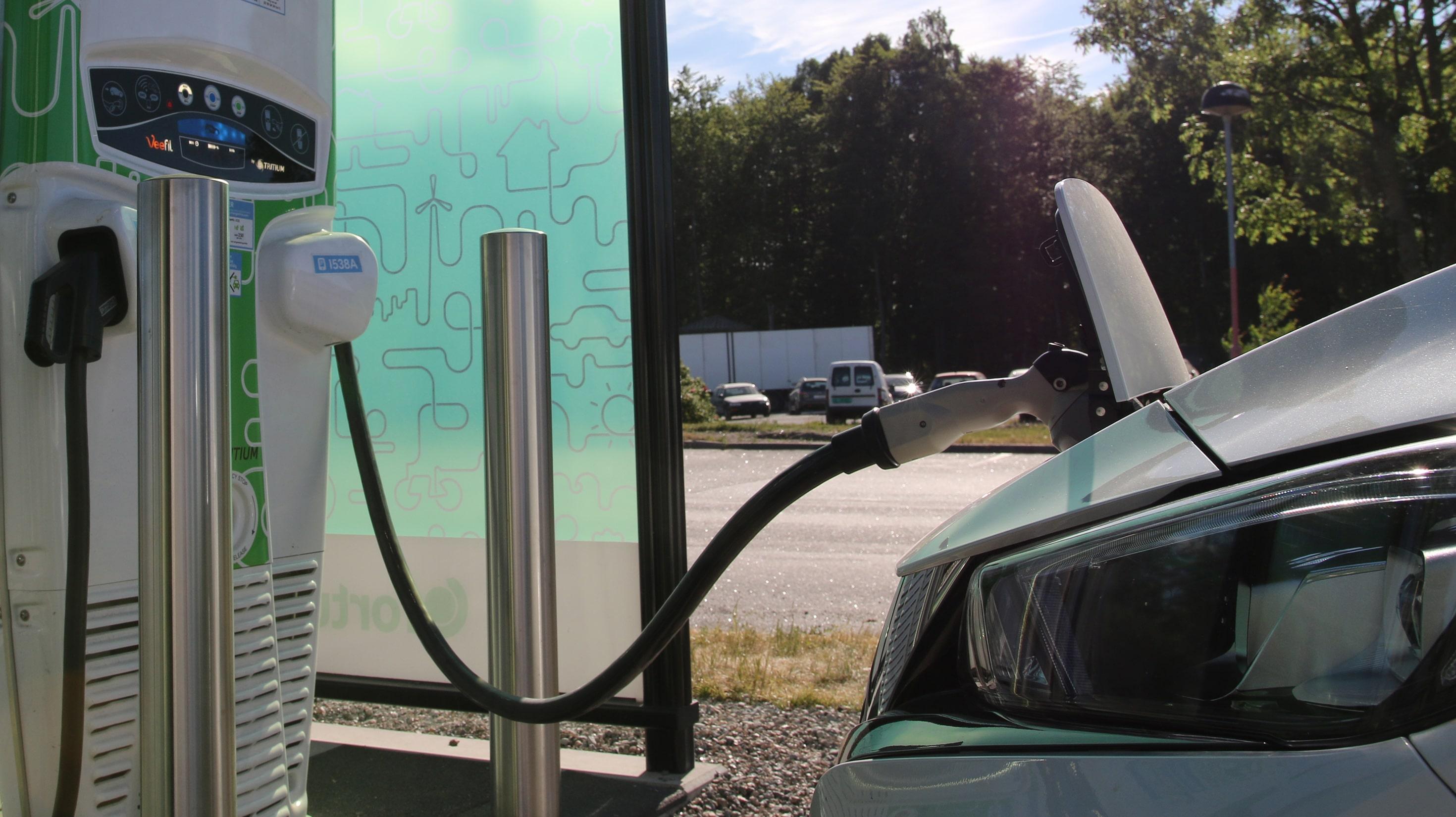 2019 blir første år det selges flere elbiler enn bensin- og dieselbiler til sammen