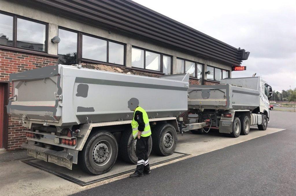 13,5 tonn overlast resulterte i kjøreforbud og et vektgebyr på 65 000 kroner