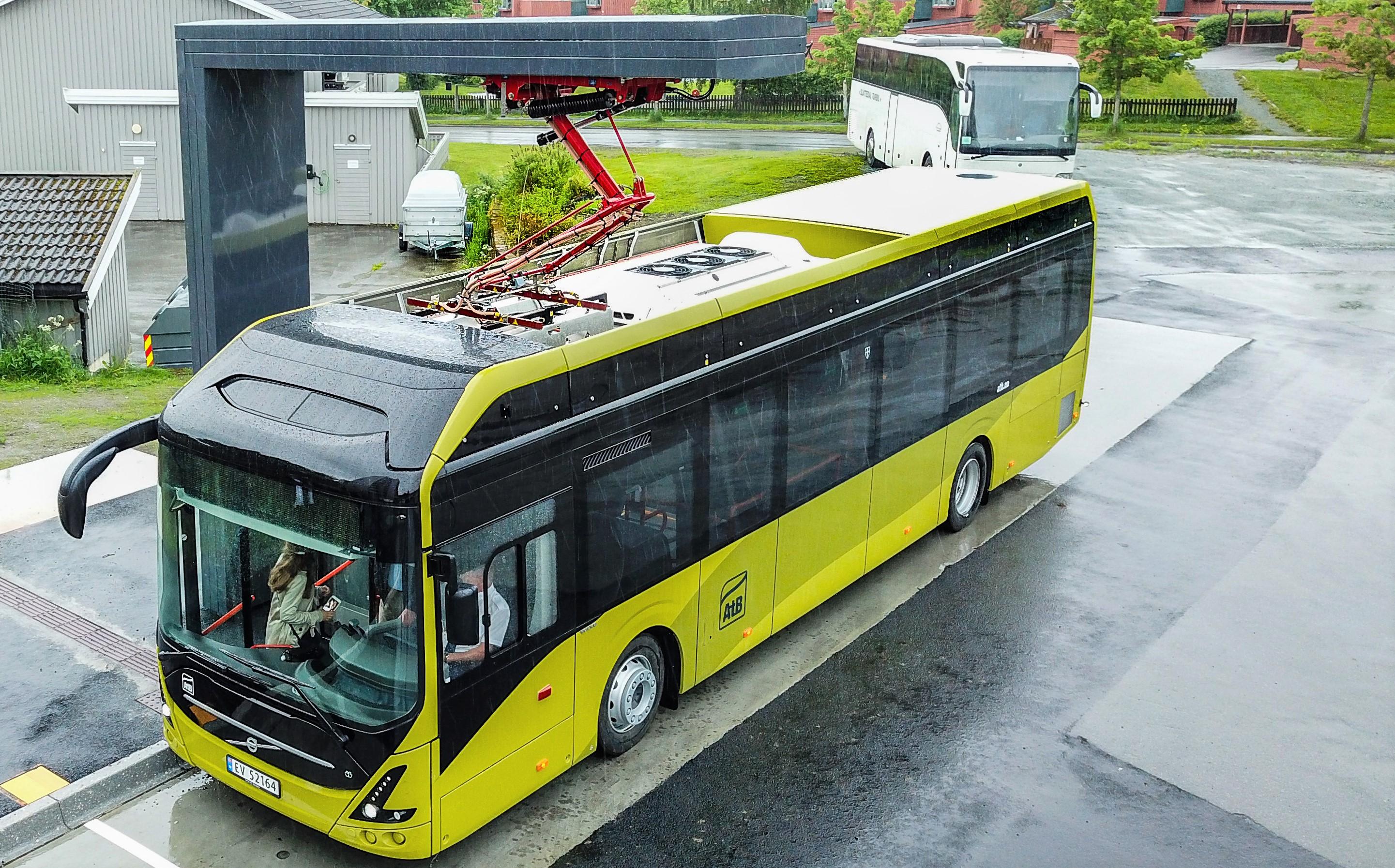 Lanserer podcast om grønt skifte med elbuss