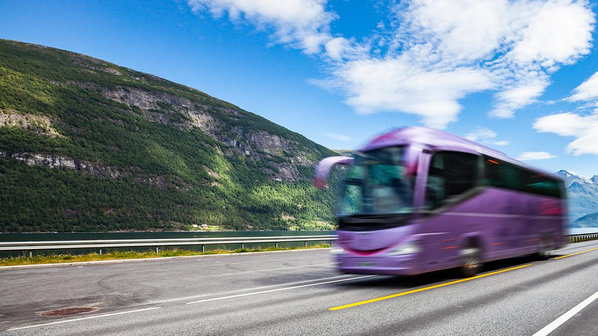 Regjeringen foreslår 100 millioner kroner til kommersielle buss- og båtruter