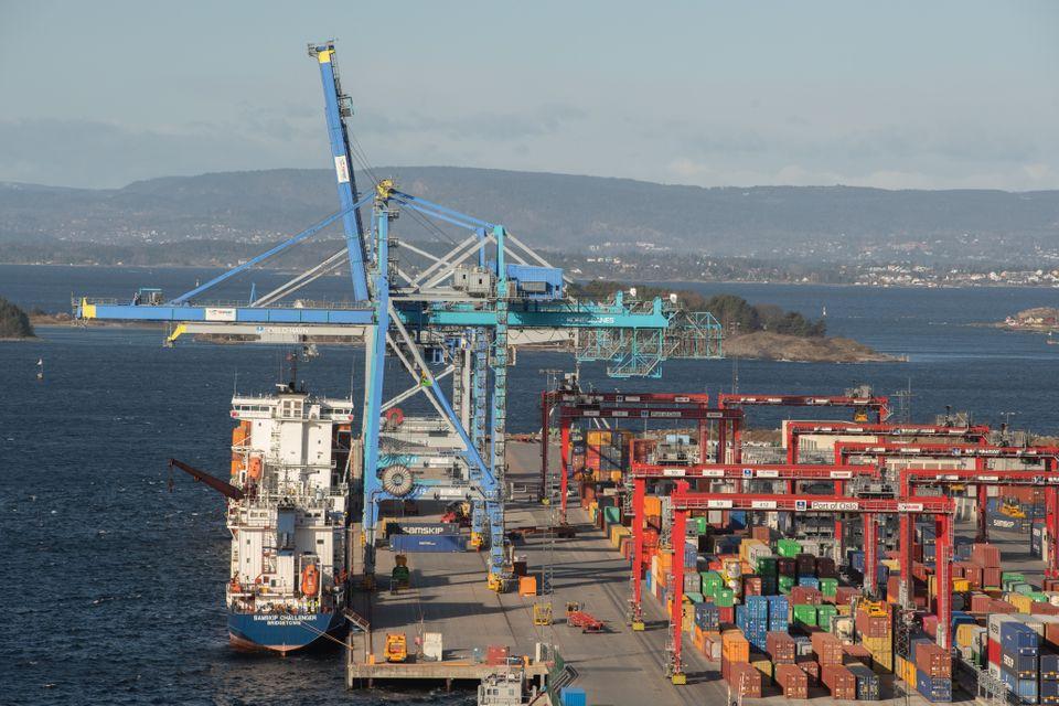 Nye elektriske stablekraner til Norges største containerhavn